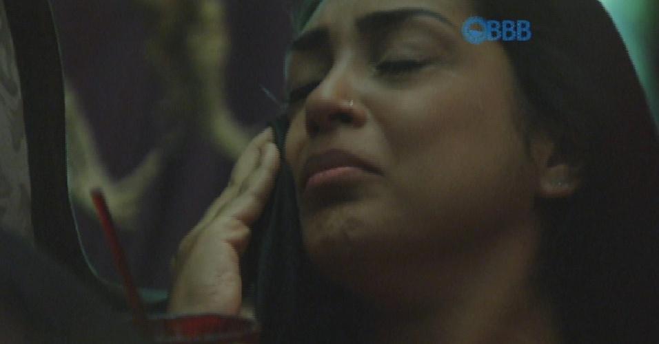 """26.mar.2015 - Sozinha na Festa Mal Assombrada, Amanda chora após discutir com Fernando: """"Eu quero a minha mãe"""""""