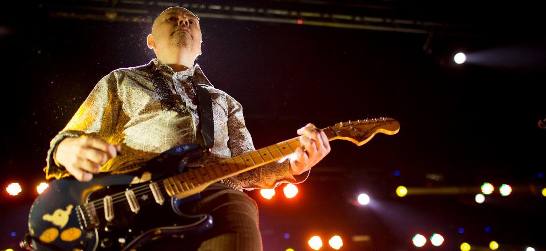 A banda americana Smashing Pumpkins fazem show no Citibank Hall, no Rio de Janeiro, antes de  se apresentar no Lollapalooza Brasil 2015. O grupo liderado pelo cantor e letrista Billy Corgan se apresenta com uma nova formação - Mauro Pimentel/UOL