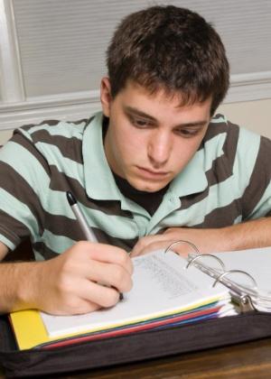 Alunos que faziam mais de 70 minutos de lição de casa tiveram queda no desempenho - Getty Images