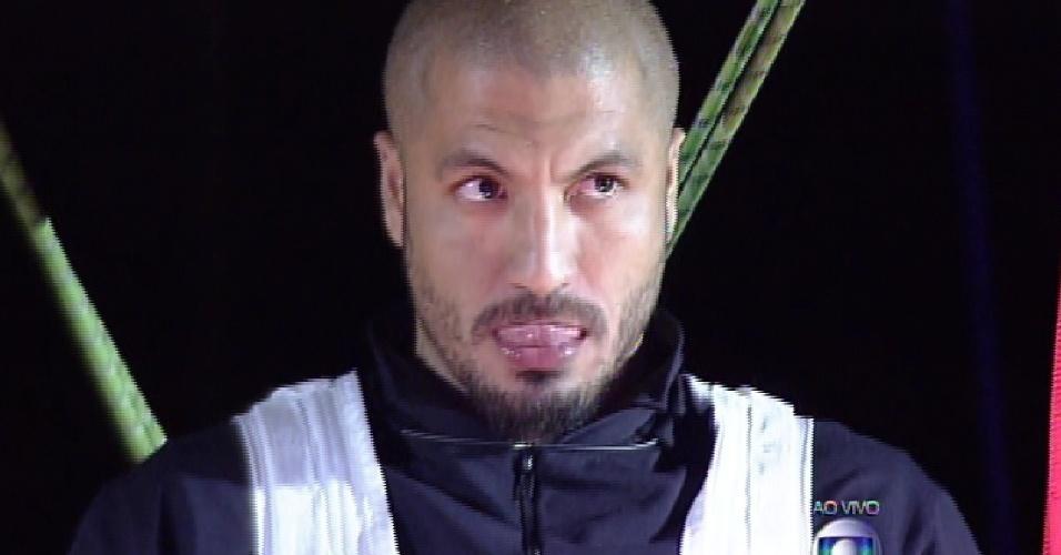 26.mar.2015 - Fernando se diz tranquilo antes de descer a tirolesa