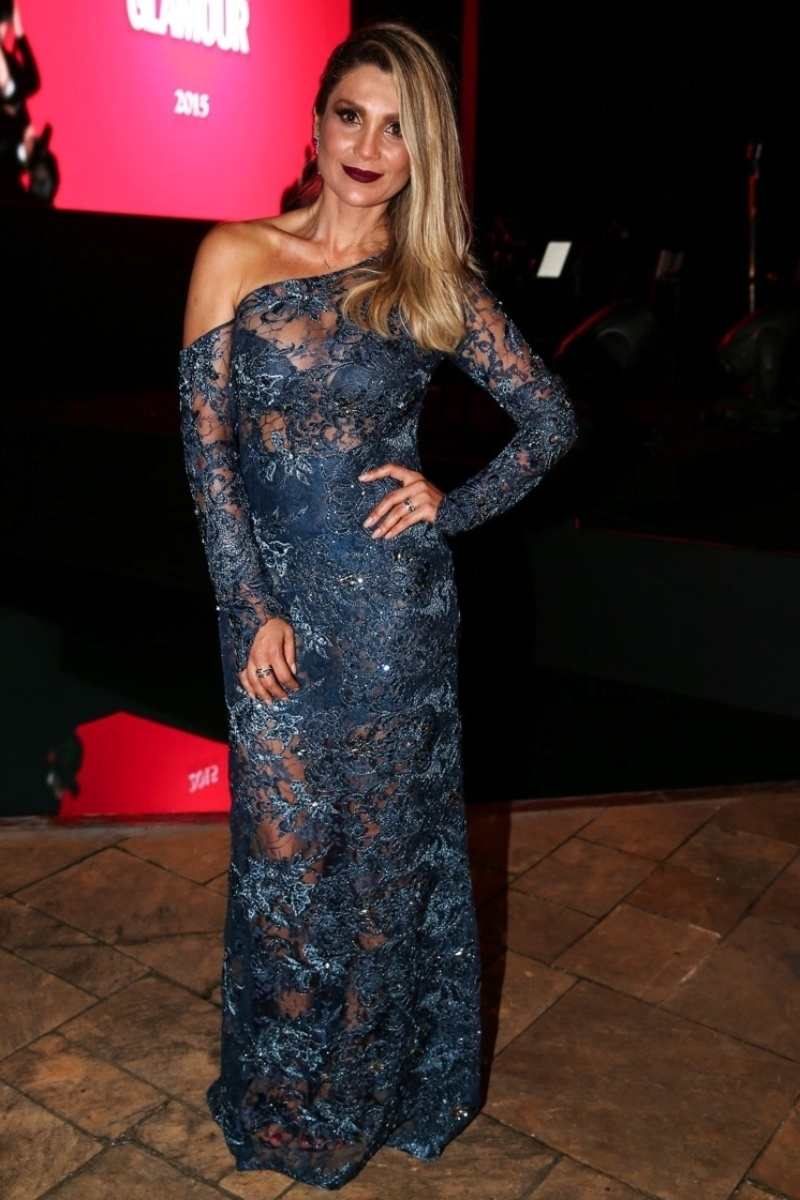 26.mar.2015 - Flavia Alessandra exibe seu vestido rendado no Prêmio Geração Glamour, no Nacional Club, zona oeste de São Paulo, nesta quinta-feira