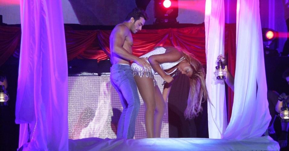 749065a21 26.mar.2015 - Ludmilla se apresenta em show sensual de lançamento da turnê