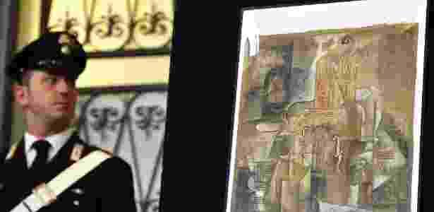 """27.mar.2015 - A tela de Picasso encontrada tem o nome de é """"Violin et bouteille de bass"""", e dimensões de 54 por 45 centímetros - AFP"""