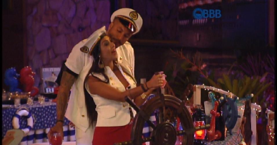 """27.mar.2015 - Amanda """"dirige"""" navio bebendo: """"O melhor que acontece é esse navio afundar"""""""