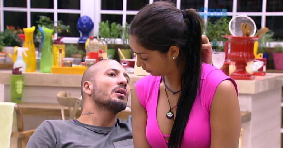 27.mar.2015 - Fernando e Amanda dizem ao escritor Adrilles que o futuro filho do casal vai ter o nome dele