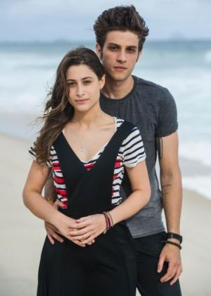 """Laís (Luisa Arraes) e Rafael (Chay Suede) vivem romance proibido em """"Babilônia"""""""