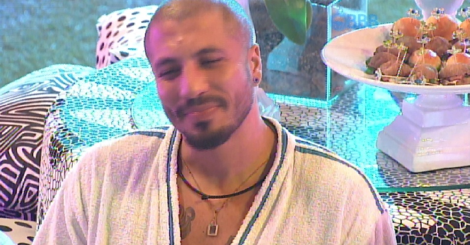 """29.mar.2015 - Fernando confessa para Amanda que no passado não aceitava as atitudes dela na casa: """"Te xinguei muito"""""""