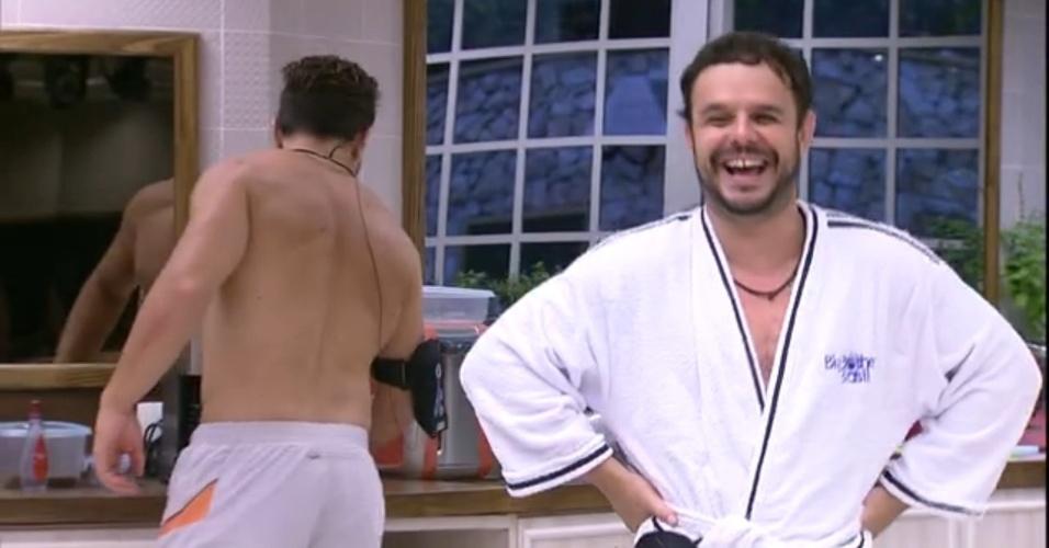 30.mar.2015 - Adrilles diz que vai ficar de sunguinha nas praias do Rio de Janeiro para ser fotografado e aparecer nos sites de celebridades