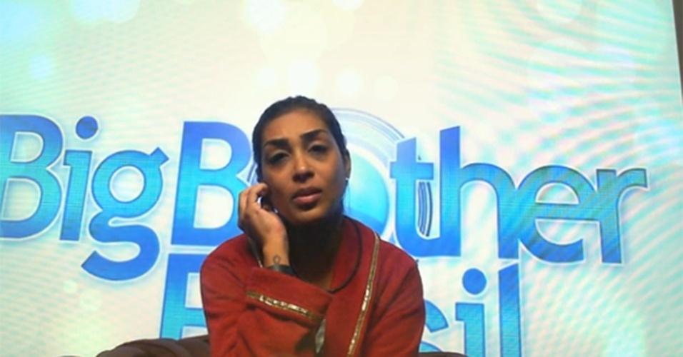 Amanda diz que está feliz por estar entre os finalistas, mas triste com Adrilles no paredão
