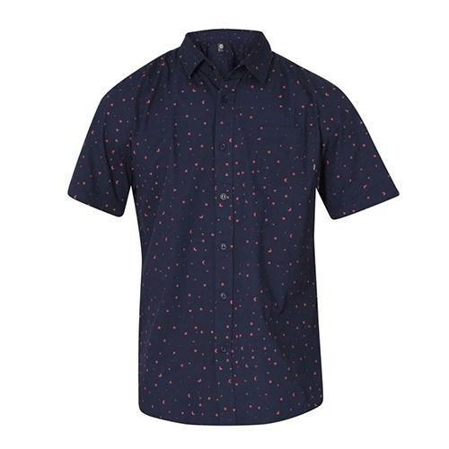 e268b8da7f Camisas estampadas de manga curta invadem o guarda-roupa masculino ...