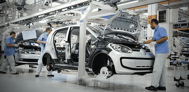 Linha de produção de Voyage e up!, da Volkswagen, em Taubaté (SP) - Divulgação