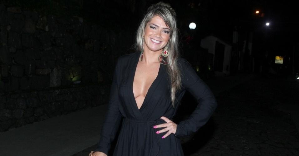 30.mar.2015 - Fani Pacheco chega à festa de aniversário de 22 anos de Anitta na Mansão Carioca, na zona sul do Rio de Janeiro, nesta segunda-feira