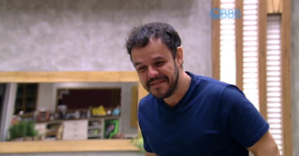 31.mar.2015 - Adrilles brinca com os brothers e diz que chorou durante o filme que teve mensagem de amor