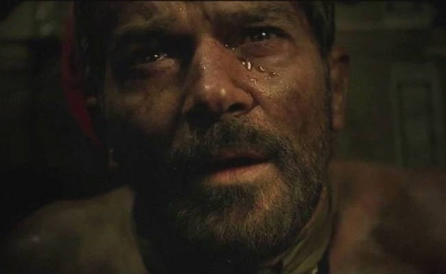 Antonio Banderas é um dos mineiros preso em uma mina no Chile, no filme