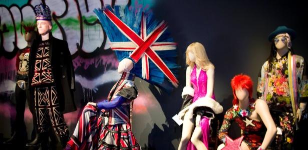 Manequins com pelas do designer Jean Paul Gaultier em exibição em Paris - Charles Platiau/Reuters