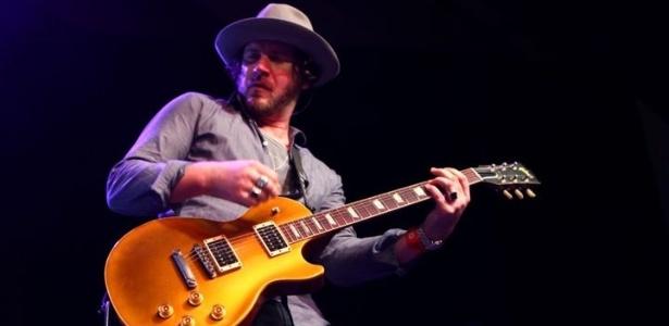 O guitarrista Jeremy Brown, parceiro de Scott Weiland, que morreu nesta segunda (30) - James Goulden/Getty