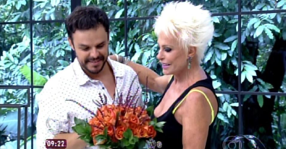"""1.abri.2015 - Adrilles dá entrevista no programa """"Mais Você"""""""
