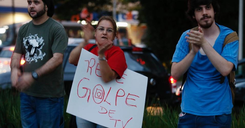 1.mar. 2015 - Protesto em São Paulo pede o fim da Rede Globo
