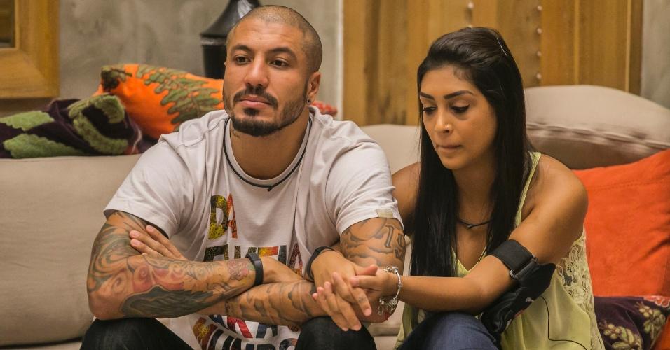 """31.mar.2015 - Após Bial elogiar o fato de Amanda e Fernando estarem de mãos dadas, a empresária desabafa. """"Estou tão feliz, Bial. Não tenho nem mais o que falar"""", diz a empresária"""