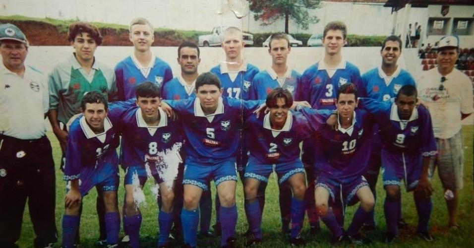 Com 16 anos, por causa de sua altura, 1,92 metro, Cézar Lima chegou a jogar como goleiro no Danúbio, um clube amador da colônia