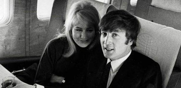 Cynthia e John Lennon nos anos 1960 - Reprodução
