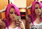 Ex-BBB Clara pinta o cabelo de rosa e fãs acham que é montagem - Reprodução/Instagram/_skullblondie