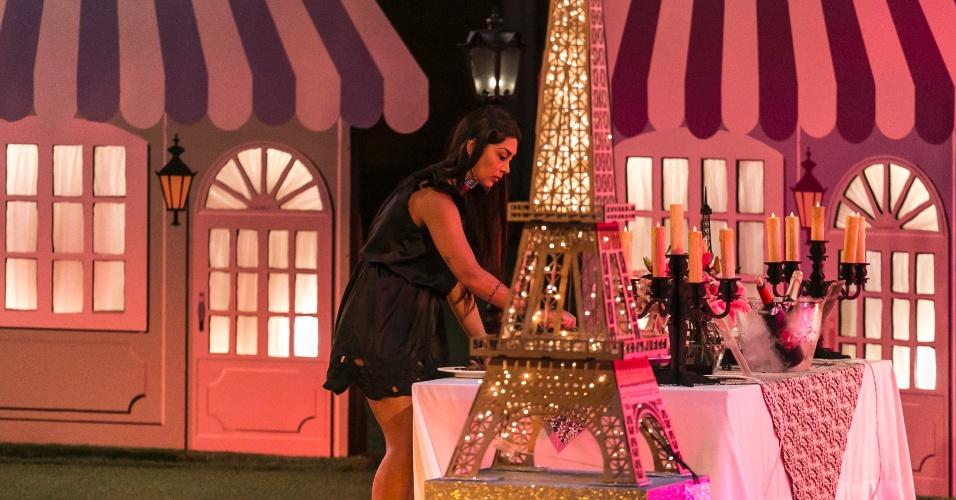 2.abri - Amanda curte as comidas do jantar Paris
