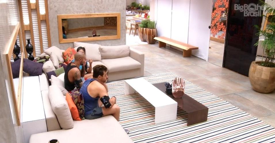 2.mar.2015 - Brothers aguardam início do programa que dará as instruções para a primeira etapa da última prova do líder