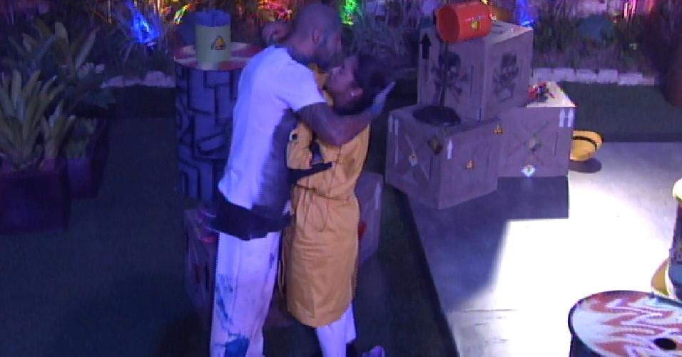 3.abr.2015 - Fernando foi até Amanda e beijou a sister. A empresária agradeceu por ele ter desistido da prova