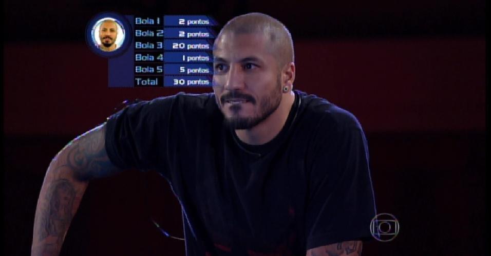 3.abr.2015 - Fernando inicia prova da segunda etapa que vale vaga na final