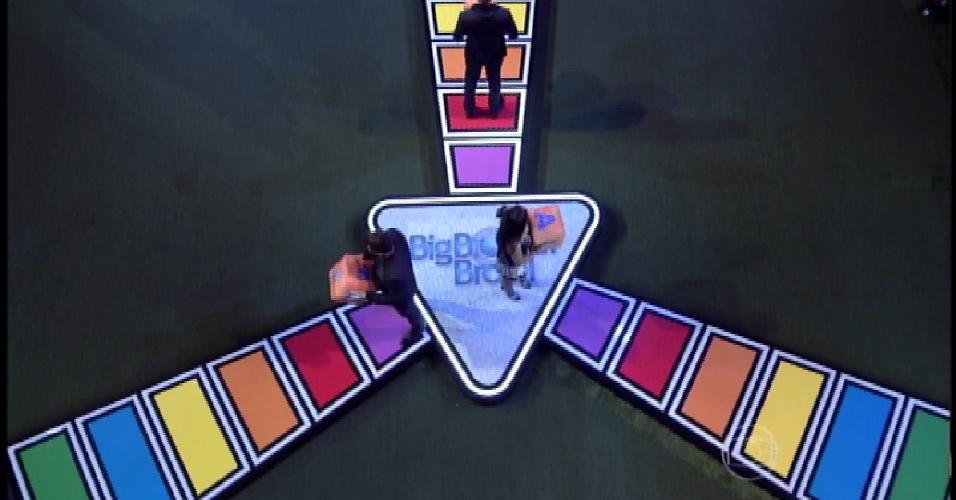 """4.abr.2015 - Brothers iniciam última etapa da prova que define o campeão do """"BBB15"""""""
