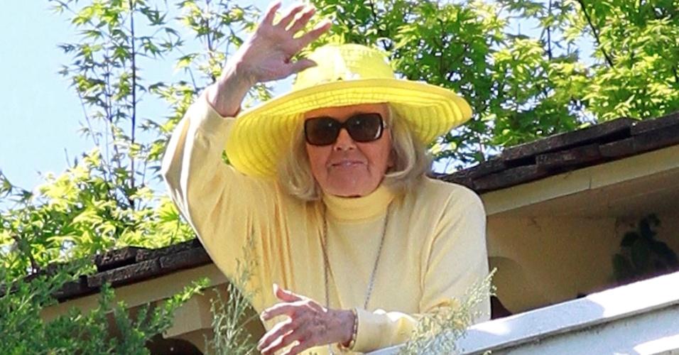 4.abr.2015 - Completando 91 anos neste sábado 94), a atriz Doris Day acenou para fãs em frente a sua casa, em Monterey, na Califórnia (EUA)