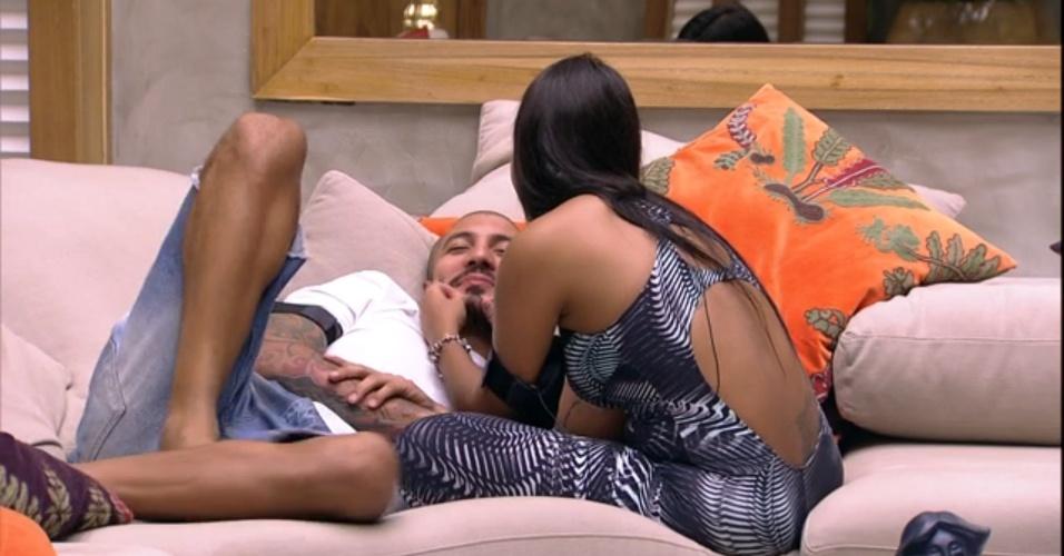 """4.abr.2015 - Durante a tarde, Amanda pressionou Fernando sobre o que aconetcerá assim que eles saírem do """"BBB15"""""""