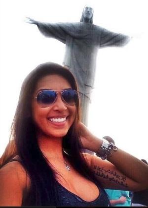 Irmão de Amanda postou uma foto dela com o Cristo Redentor ao fundo