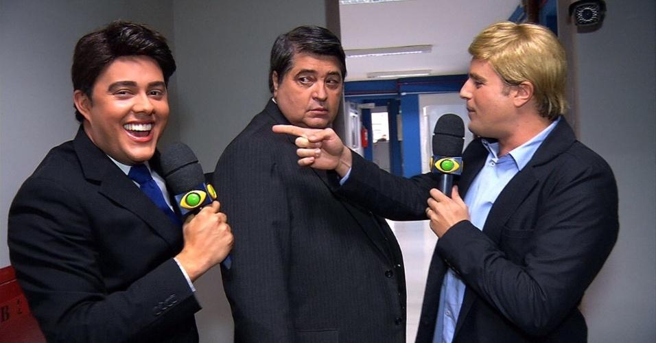 Datena olha enviesado para Rodrigo Scarpa, o Vesgo, e Gui Santana, durante participação no