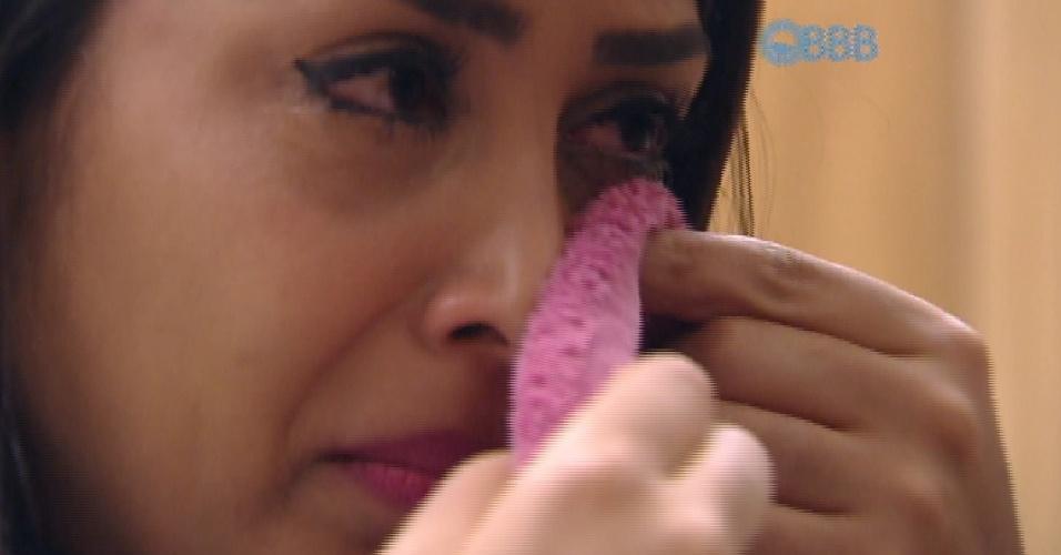 4.abr.2015 - Amanda chora e é consolado por Cézar