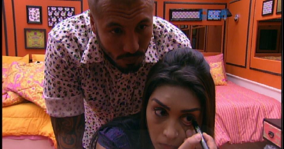 5.abr.2015 - Amanda fica brava com Fernando por ele levar o chinelo de Aline