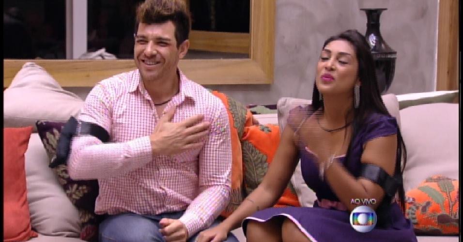 """5.abr.2015 - Amanda e Cézar são os finalistas da 15ª edição do """"BBB"""""""