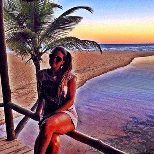 6.abr.2015 - Aline parece que não está nem aí para a saída de Fernando. Nesta segunda, a designer postou uma foto em Trancoso (BA) e escreveu