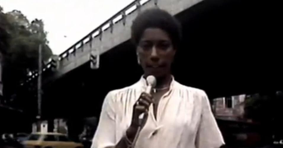 Gloria Maria em sua primeira reportagem