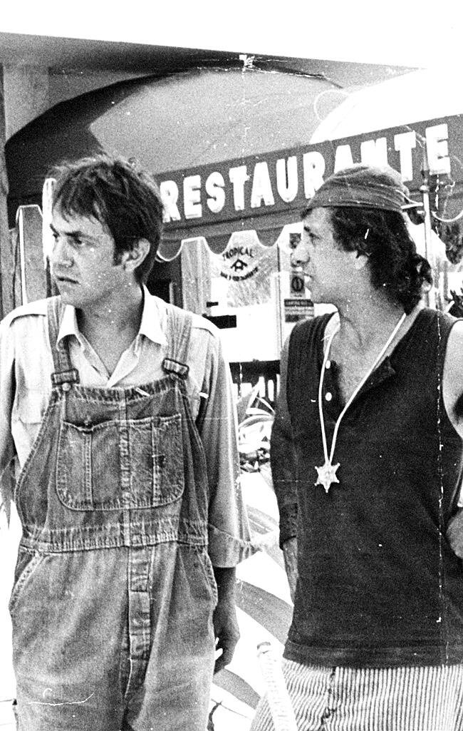 """Paulo José [esq.] e Flávio Migliaccio em cena do seriado """"Shazan, Xerife e CIA"""", nos anos 70"""