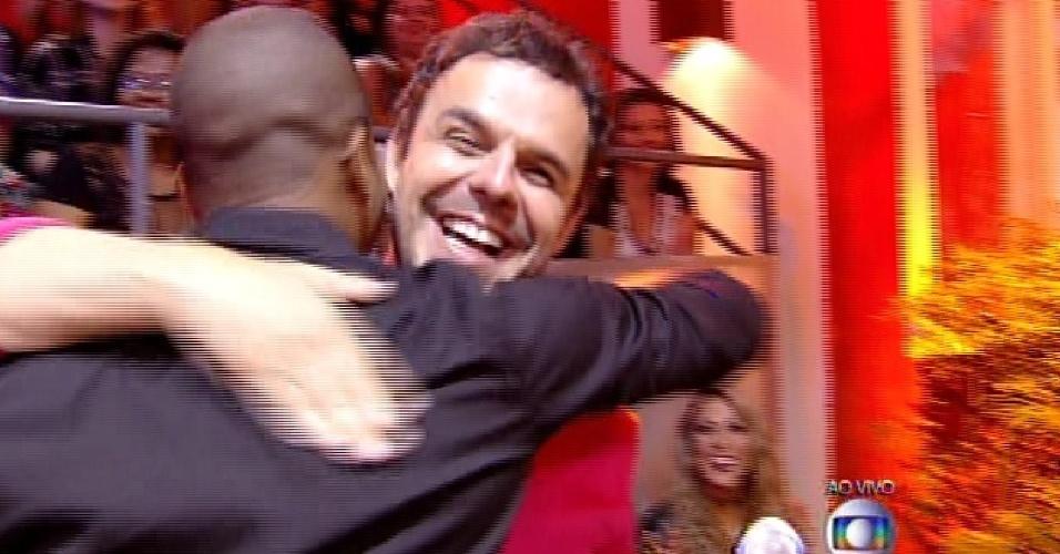 7.abr.2015 - Adrilles e Luan ganham o prêmio da melhor briga do reality