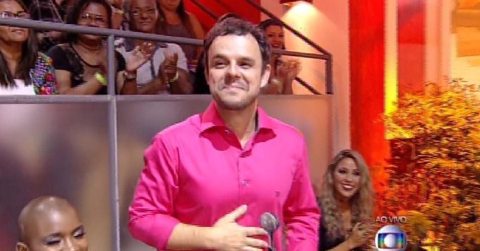 """7.abr.2015 - Adrilles vence prêmio de 'brother mais hilário"""""""