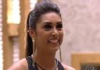 Amanda repara que Aline colocou silicone e comenta com Cézar - Reprodução / TV Globo