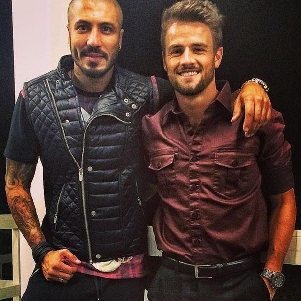 "7.abr.2015 - Amigos no ""BBB15"", Fernando e Rafael postam foto nos bastidores da final"