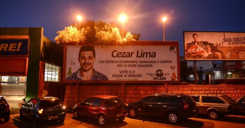 7.abr.2015 - Cézar ganhou até outdoor em Guarapuava, cidade onde o brother mora com a família