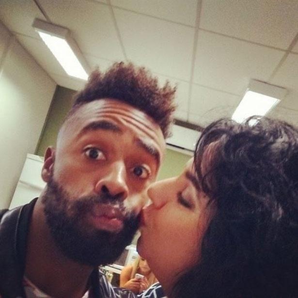 7.abr.2015 - Douglas posta foto ao lado de Mariza e diz que resolveram suas diferenças