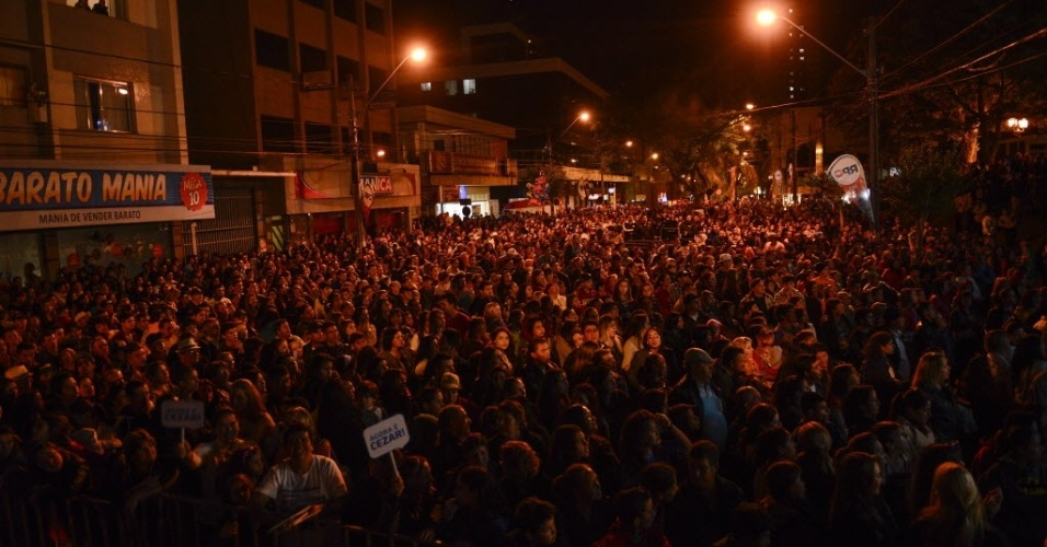 """7.abr.2015 - Festa em Guarapuava para acompanhar a final do """"BBB15"""""""