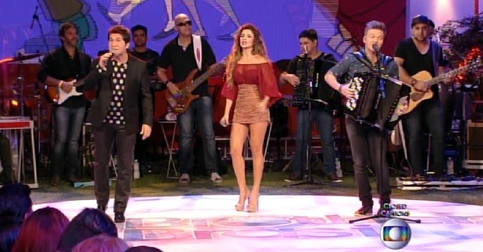 7.abr.2015 - Final inicia com show de Michel Teló, Daniel e Paula Fernandes