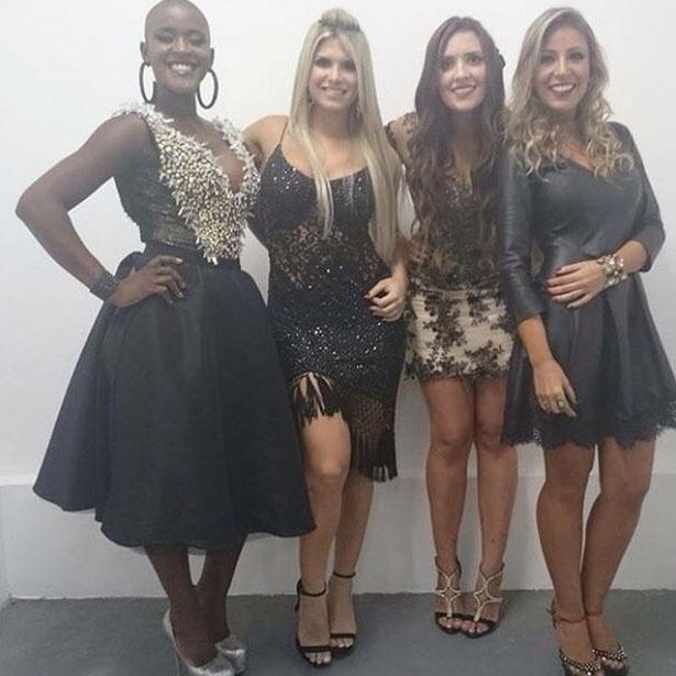 7.abr.2015 - Francieli posa para foto ao lado de suas amigas de confinamento, Angélica, Julia e Tamires